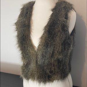 H&M   DIVIDED Faux Fur Cropped Vest size 8